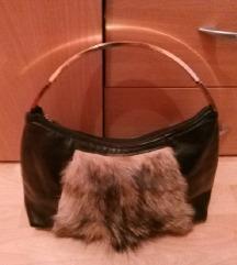 Crna kozna torba srednje velicine