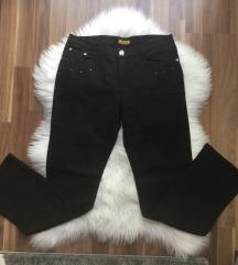 Crne pantalone za punije dame