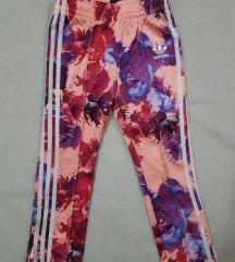 Adidas original decija trenerka 3-4 godine cvetna