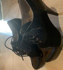 Preslatke crne  cipele
