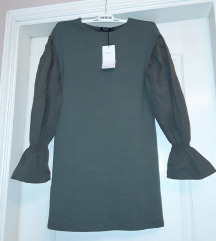 Bershka haljina sa puf rukavima Xs/ S Novo