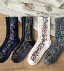 Total Vintage u boho stilu cvetne carape