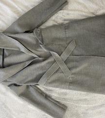 Sivi mantilic
