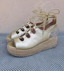 Zlatne sandale na vezivanje