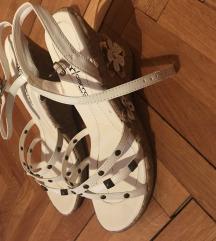 Sandale bele na platformu