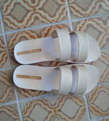 Sportske zlatne papuce