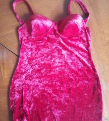 Crvena plisana haljina