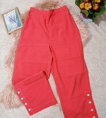 Roze pantalone zanimljivog kroja M