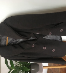 Sivi kaput sa kragnom