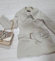 Luksuzan bež kaput