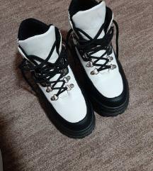 Zimske crno-bele cizme