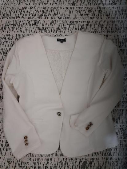 Beli sako sa naramenicama