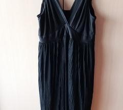 Crna plisirana haljina