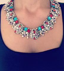 Crvena ogrlica sa kristalima