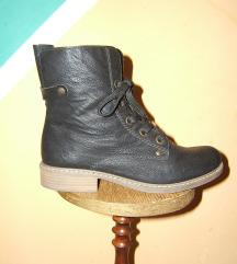 RIEKER crne kratke lagane čizme  Kao nove