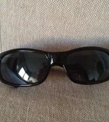 Crne sunčane naočare