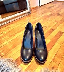 cipele na stiklu
