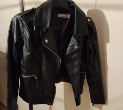 Tanka crna kozna jakna