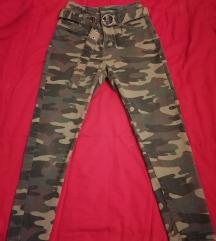 NOVO / BERSHKA maskirane pantalone ženske