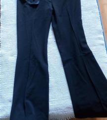 U humanitarne svhe - Crne pantalone