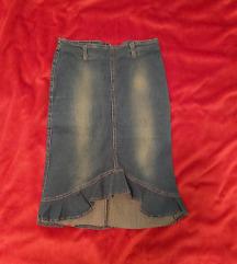 Uska teksas suknja do kolena.