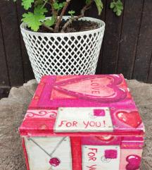 Drvena kutija sa dekupazom 12x12x8 cm