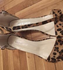 Nove tigraste sandale sa stiklicom