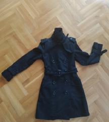 Crni mantil sniženo 900