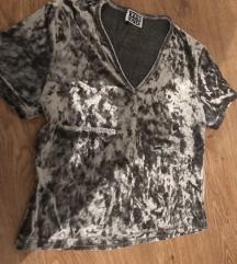 Plisana siva majica M velicine