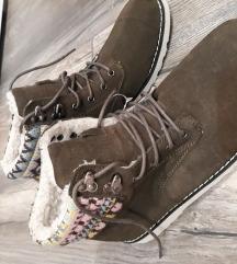 Cipele poluduboke br.41 rezervisane