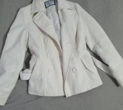 Beli zimski kaput