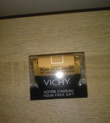 Vichy četkica za tečni puder NOVO