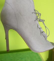 Sandale na pertlanje