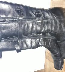 Kožne crne čizme sa kaiševima