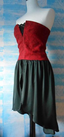 Crno crvena korset haljina sa cipkom