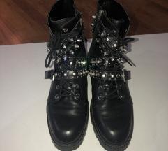 Zara kozne cizme sa nitnama