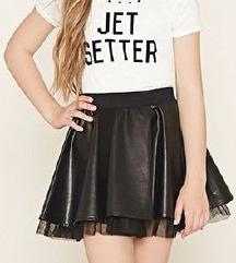 Crna kožna suknja sa tilom