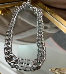 Dior ogrlica- ne tamni