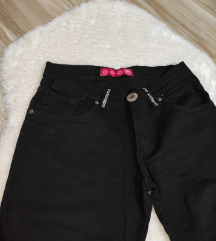 Crne farmerke/pantalone sa cirkonima