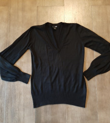 Crni HM džemperić, M, samo 200
