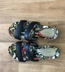 Kozne papuče sa cvetnim djonom