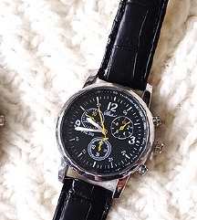 Crni sat,poklon uz kupovinu,NOVO