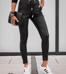 Kozne pantalone sa zlatnom trakom