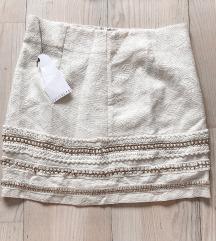 Prljavo bela suknja sa zlatnim detaljima
