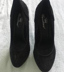 Crne cipele na štiklu