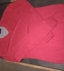 Kao nov original Tommy Hilfiger džemper