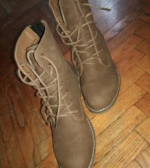 Nove cizme 38