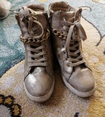 cipele patike sa sakrivenom štiklom