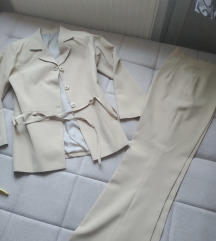 Fantastican poslovni komplet sako i pantalone