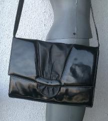 tašna crna lakirana 30x22 cm